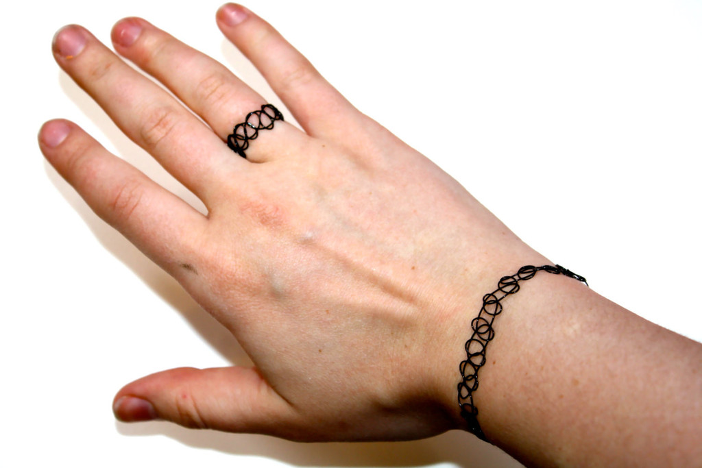 Fake Tattoo Bracelet: The full set was what it was all about and it is making a comeback now. a 90s girl style requirement.